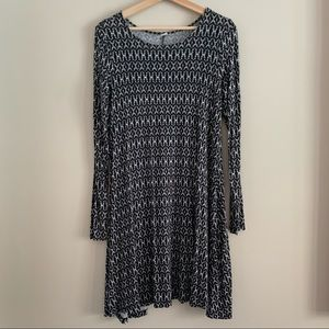 4/$20 Old Navy black white long sleeve dress small